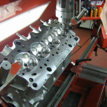 Zylinderkopf bohren Motorinstandsetzung überholen honen